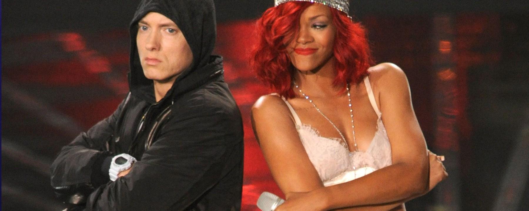 Eminem Rihanna performing Love the Way You Lie Live