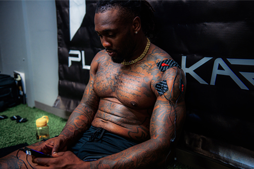 Kavon Frazier of Dallas Cowboys using PlayMakar SPORT muscle stimulator