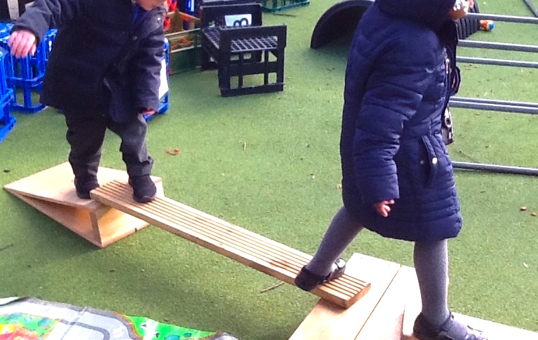 making obstical course. Outdoor Maths Activities KS1 -Maths Outdoor Learning
