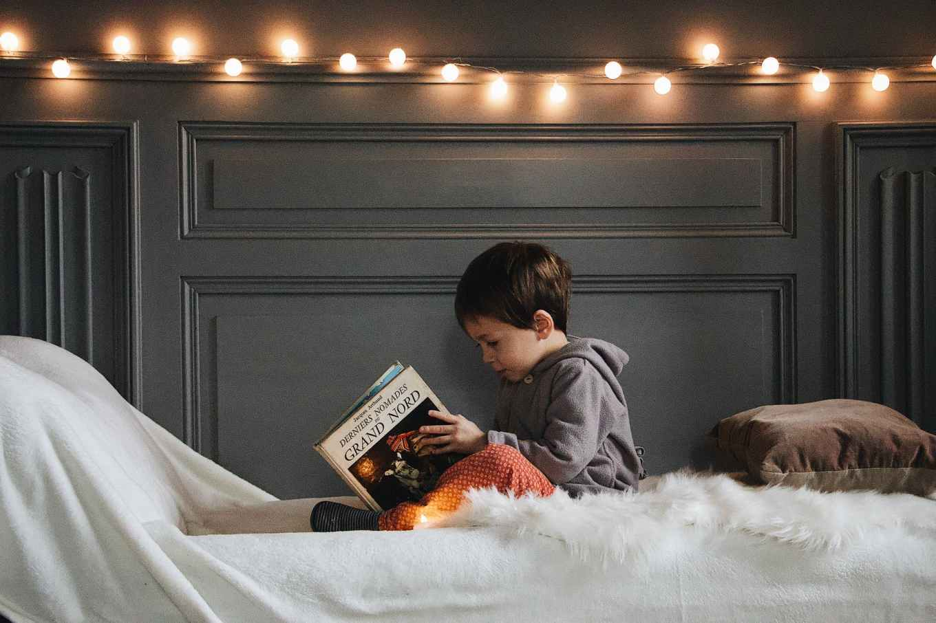 children reading- Picture Books about Snow - Snow Books for Kids
