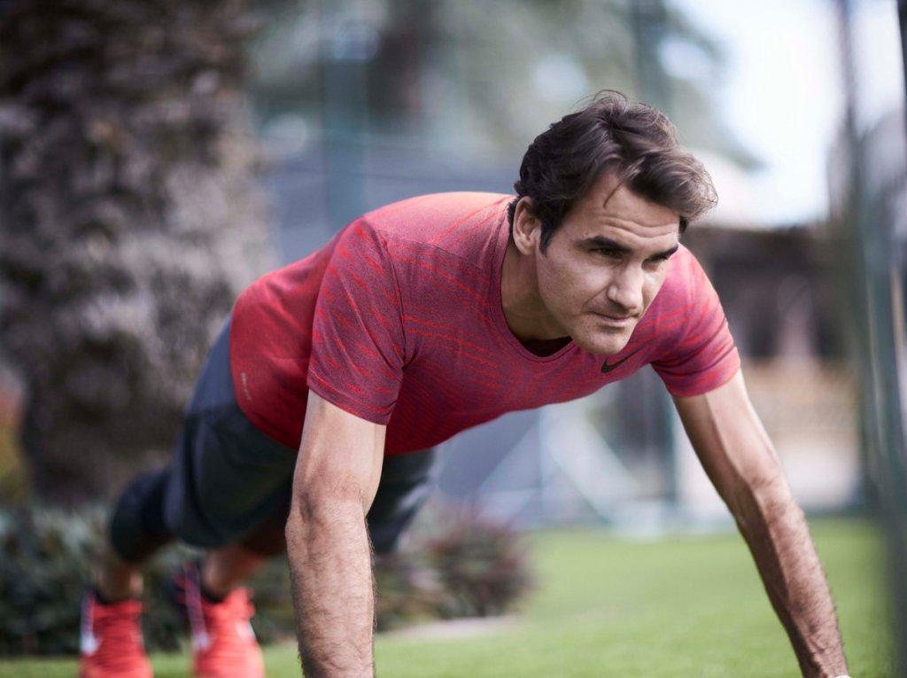 Roger Federer doing some training