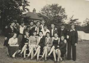 the-refugees-in-the-hostel-garden-at-willesden-lane-just-after-the-war
