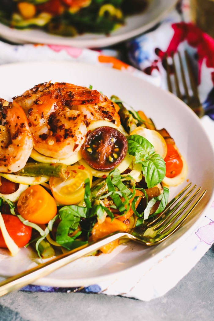 aglio olio zoodles with farmer's market veggies & shrimp + 6 more farmer's market recipes | healthy recipes, farmer's market produce, fresh recipes, summer food |