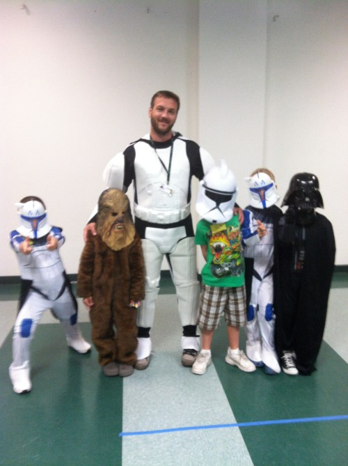 Our staff member, Jared, with a group of mini Jedi Engineering builders.
