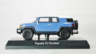 1-64 Kyosho TOYOTA FJ Cruiser Blue 01