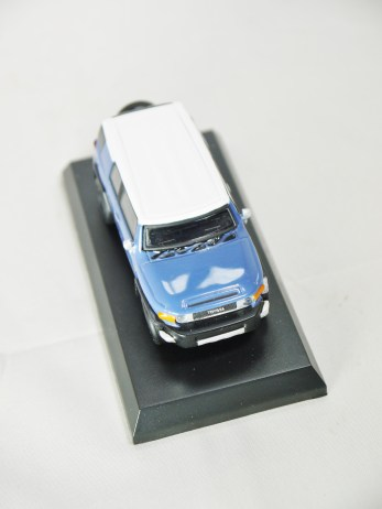 1-64 Kyosho TOYOTA FJ Cruiser Blue 03