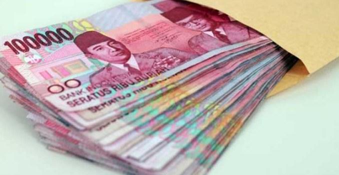mengatur uang thr