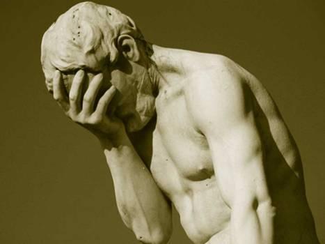 estatua llorando por el fracaso