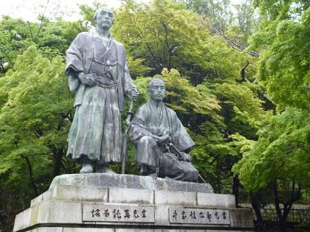 坂本龍馬と中岡慎太郎の銅像