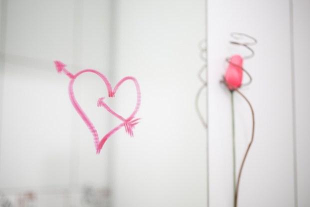 ミラーリング効果で女性の心理が分かる?無意識で出る好意を恋愛に活かすには?