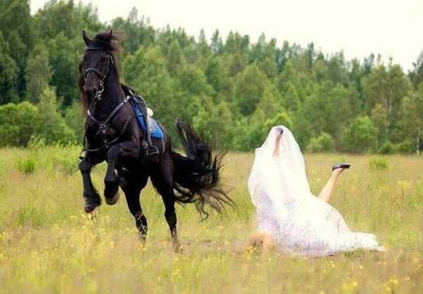 bride falls off horse, wedding fails, wedding fails pictures, funny wedding fails, epic funny wedding fails, epic wedding fails compilation, hilarious wedding fails, hilarious wedding picture fails, funniest wedding fails, hilarious wedding photo fails, wedding fail pics, wedding fail, wedding fail picture