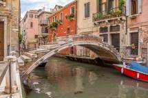 L'unique pont sans parapet.