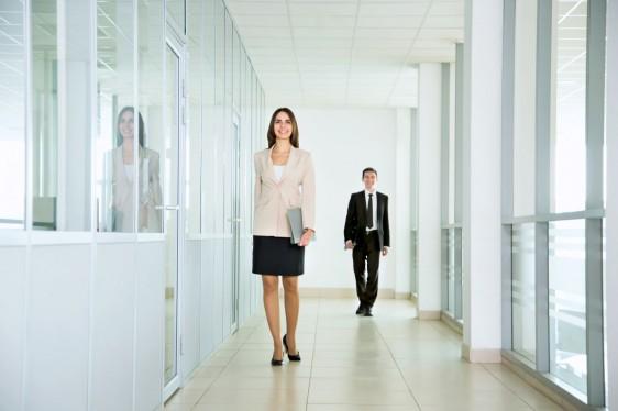 Resultado de imagen para caminar dentro de la oficina
