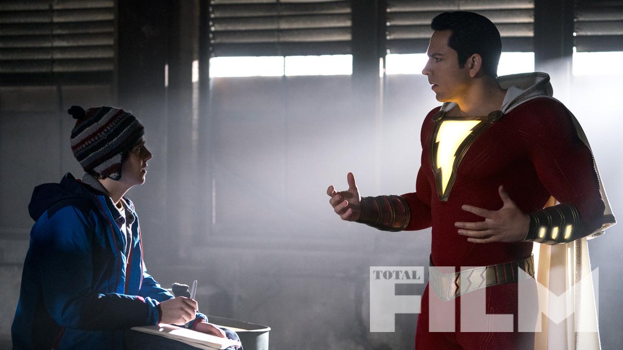 Freddy Freeman (Jack Dylan Grazer) y Shazam (Zachary Levi) en Shazam! (2019). Imagen: Total Film Magazine