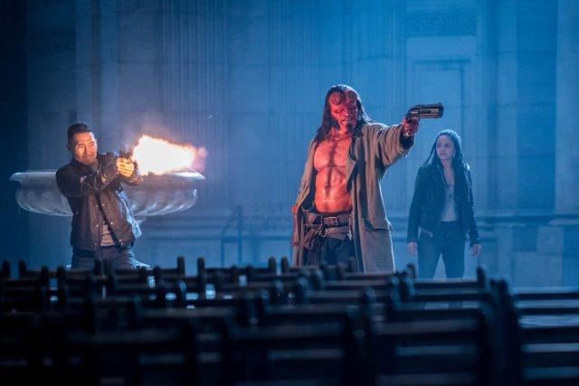 Ben Daimio (Daniel Dae Kim), Hellboy (David Harbour) y Alice Monaghan (Sasha Lane) en Hellboy (2019). Imagen: Hellboy Twitter (@HellboyMovie).