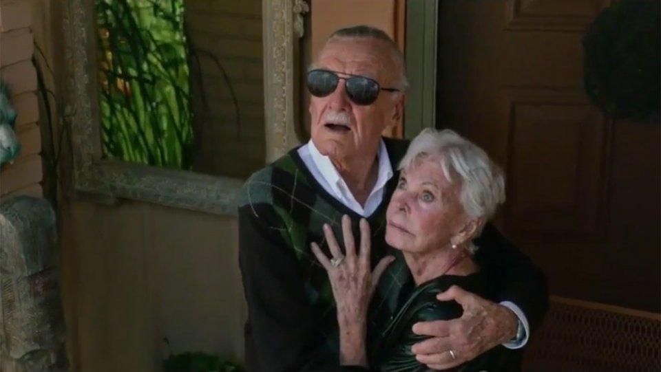 Stan Lee (1922-2018) y su esposa Joan (1922-2017) en X-Men: Apocalypse (2016). Imagen: The Hollywood Reporter
