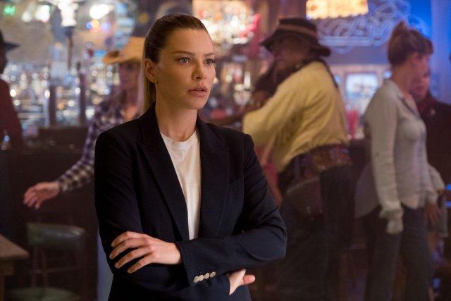 La Detective Chloe Decker (Lauren German) en la temporada 4 de Lucifer. Imagen: Lucifer Twitter (@LuciferNetflix).