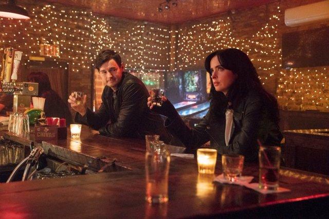 Benjamin Walker y Krysten Ritter en la temporada 3 de Jessica Jones. Imagen: See What's Next Twitter (@seewhatsnext).