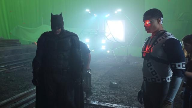 Batman (Ben Affleck) y Cyborg (Ray Fisher) en el set de Justice League (2017). Imagen: Fabian Wagner Instagram (@fabianwagner78).