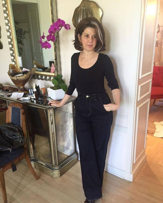 Uno de los looks alternativos para la Tía May Parker (Marisa Tomei) en Spider-Man: Far From Home (2019). Imagen: Marisa Tomei Instagram (@marisatomei).