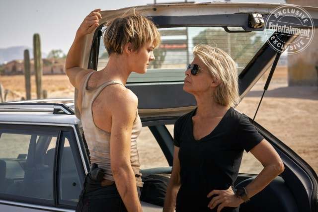 Grace (Mackenzie Davis) y Sarah Connor (Linda Hamilton) en Terminator: Dark Fate (2019). Imagen: Kerry Brown/Paramount/Entertainment Weekly