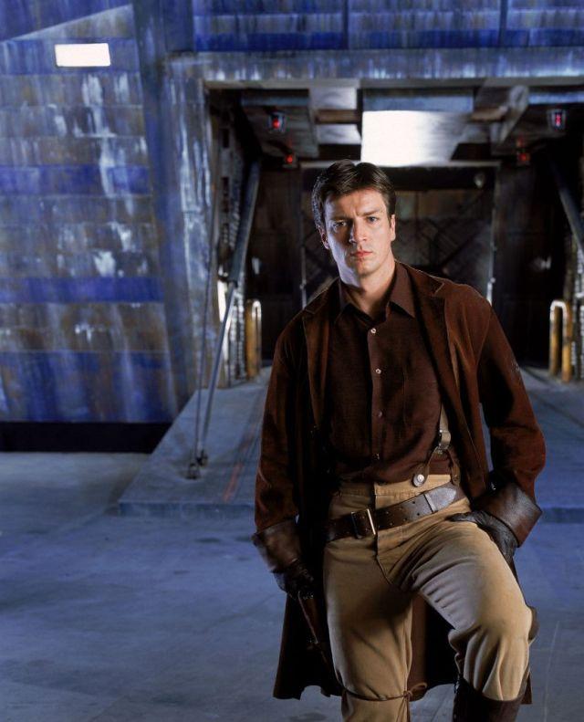 Nathan Fillion apareció como el Capitán Malcolm Reynolds en la serie de televisión Firefly (2002) y la película Serenity (2005). Imagen: pinterest.com