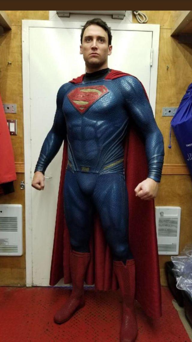 Ryan Handley como Superman en el set de Shazam! (2019). Imagen: DC_Cinematic Reddit