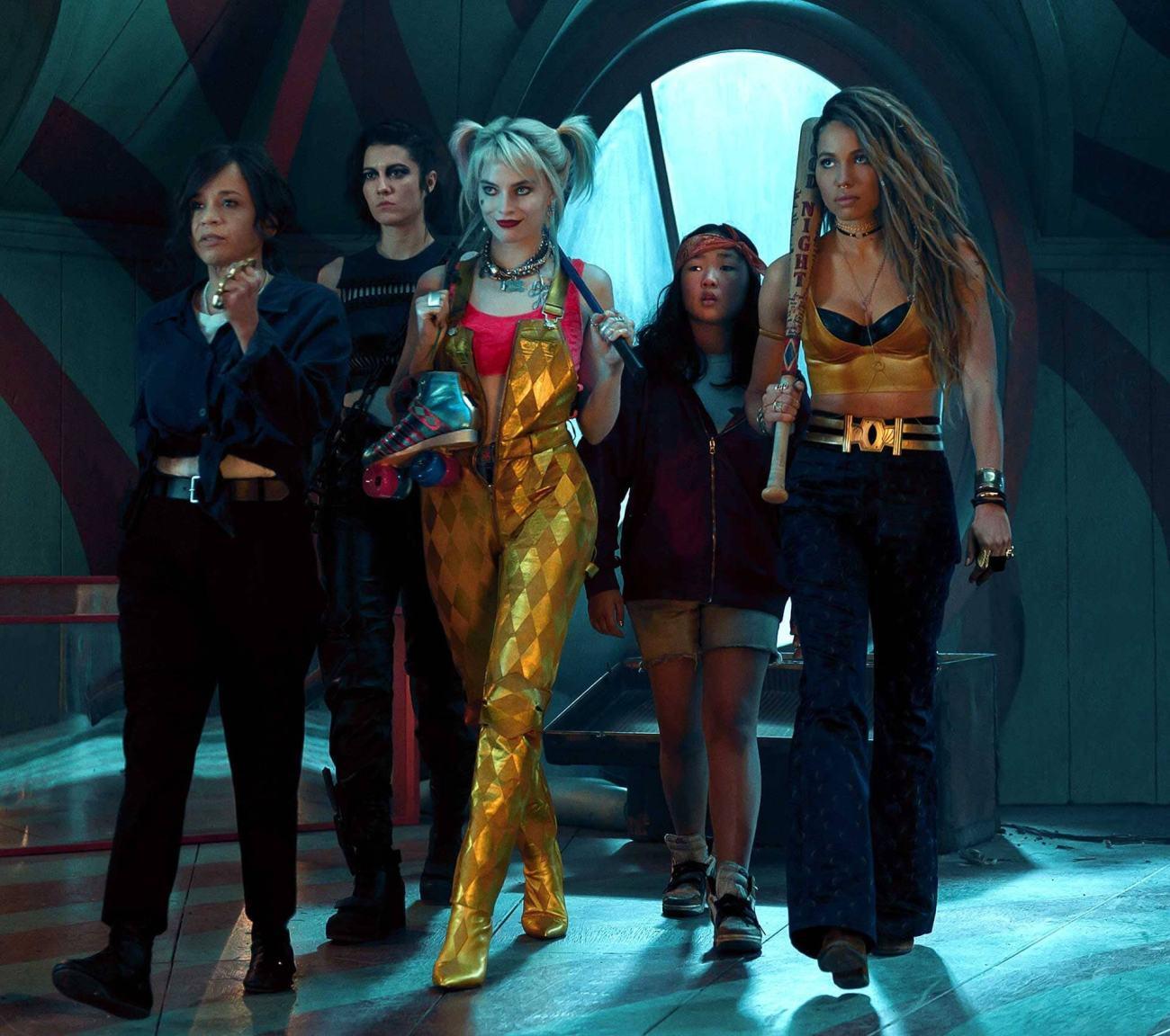 Renée Montoya (Rosie Pérez), The Huntress (Elizabeth Winstead), Harley Quinn (Margot Robbie), Cassandra Cain (Ella Jay Basco) y Black Canary (Jurnee Smollett-Bell) en Birds of Prey (2020). Imagen: warnerbros.com