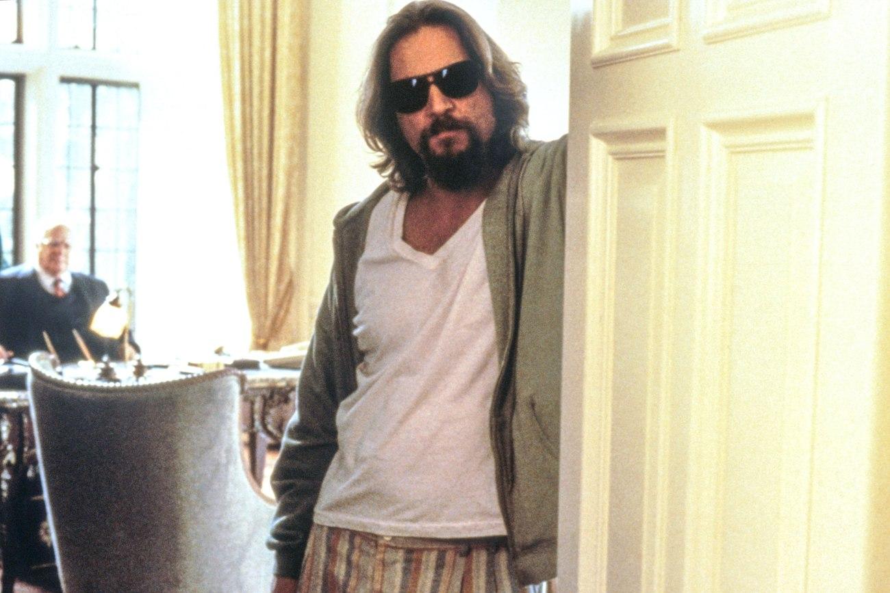 """Jeff Bridges como Jeffrey """"The Dude"""" Lebowski en The Big Leboswki (1998). Imagen: Gramercy Pictures/Everett Collection"""