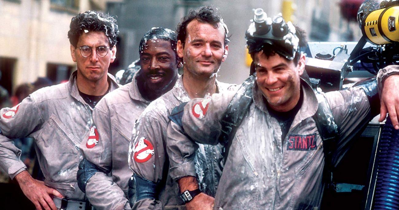 Harold Ramis (1944-2014) como el Dr. Egon Splenger, Ernie Hudson como Winston Zeddemore, Bill Murray como el Dr. Peter Venkman y Dan Aykroyd como el Dr. Ray Stantz en el set de Ghostbusters (1984). Imagen: IMDb.com