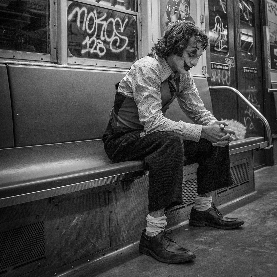 Arthur Fleck/Joker (Joaquín Phoenix) en el set de Joker (2019). Imagen: Todd Phillips Instagram (@toddphillips1).