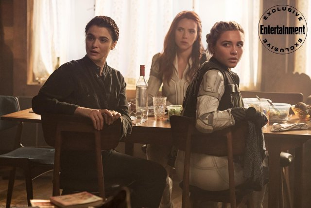 Melina Vostokoff (Rachel Weisz), Natasha Romanoff (Scarlett Johansson) y Yelena Belova (Florence Pugh) en Black Widow (2020). Imagen: Entertainment Weekly Twitter (@EW).