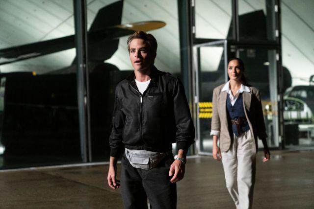 Steve Trevor (Chris Pine) y Diana Prince (Gal Gadot) en Wonder Woman 1984 (2020). Imagen: Batman-News.com