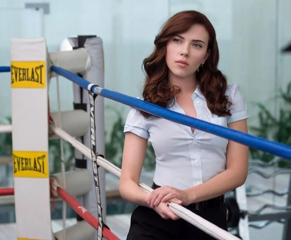 En Iron Man 2 (2010), Nastasha Romanoff (Scarlett Johansson) usó la identidad de Natalie Rushman. Imagen: pinterest.com