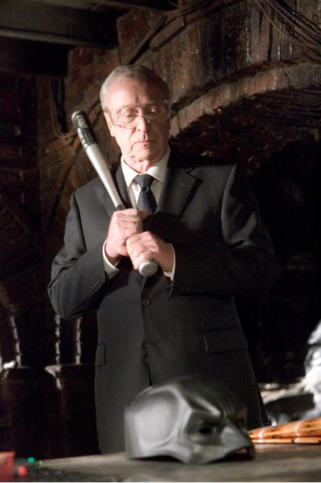 Michael Caine interpretó a Alfred Pennyworth en la trilogía The Dark Knight (2005-2012). Imagen: pinterest.com