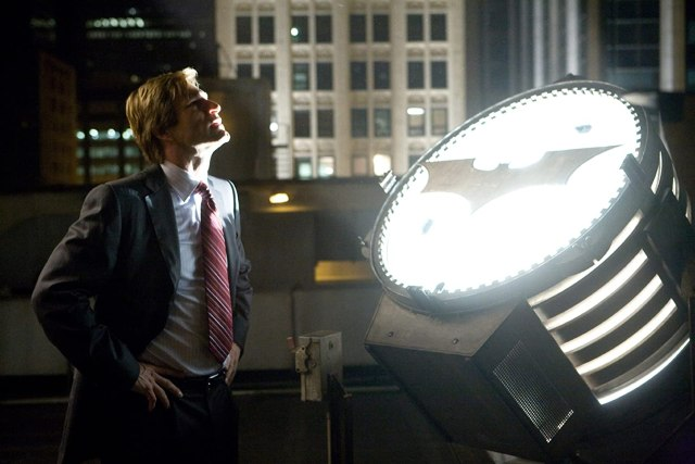 Aaron Eckhart como Harvey Dent en The Dark Knight (2008). Imagen: DC Comics/Warner Bros. Entertainment