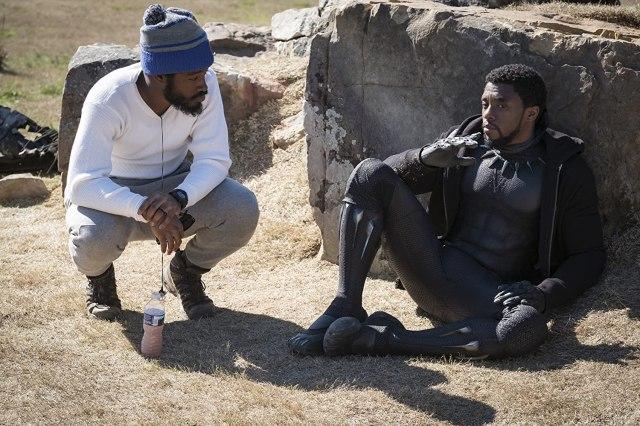El director Ryan Coogler y Chadwick Boseman (1976-2020) como T'Challa/Black Panther en el set de Black Panther (2018). Imagen: Marvel Studios
