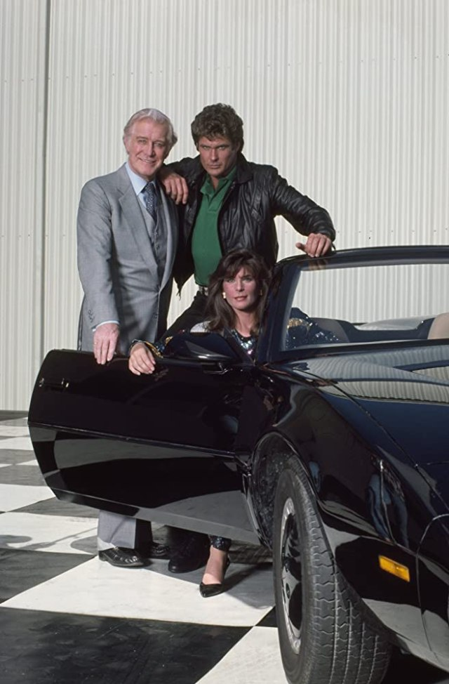 Michael Knight (David Hasselhoff), Devon Miles (Edward Mulhare), Bonnie Barstow (Patricia McPherson) y K.I.T.T. (voz de William Daniels) en Knight Rider (1982-1986). Imagen: gettyimages.com