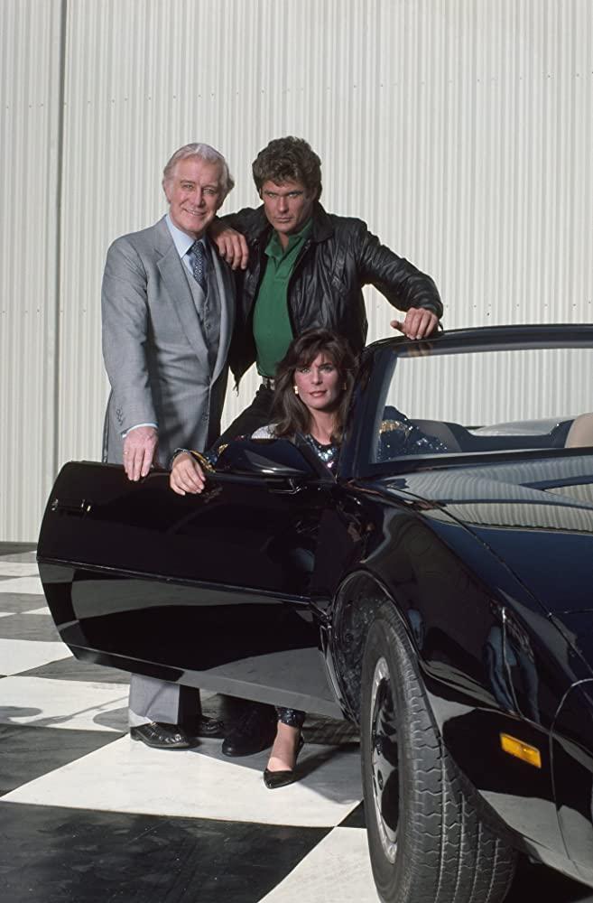 Michael Knight (David Hasselhoff), Devon Miles (Edward Mulhare), Bonnie Barstow (Patricia McPherson) y K.I.T.T. (voz de William Daniels) en Knight Rider (1982-1986). Imagen: gettyimages.com