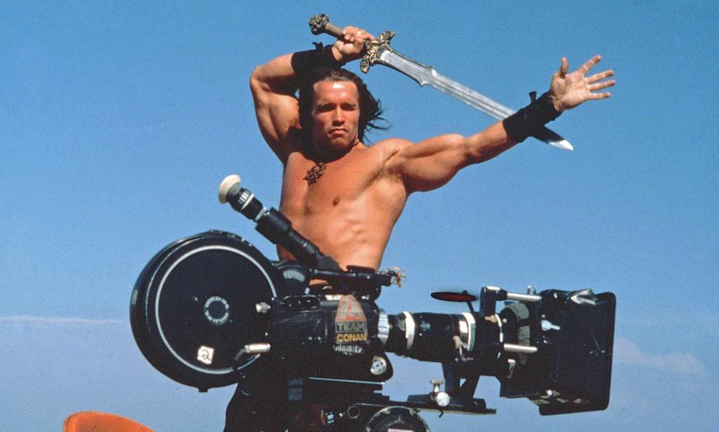 Arnold Schwarzenegger en el set de Conan the Barbarian (1982). Imagen: De Laurentiis/REX/Shutterstock