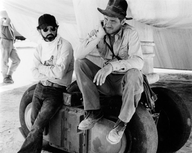"Inicialmente, George Lucas planeaba que Indiana Jones (Harrison Ford) se llamara ""Indiana Smith"". Imagen: Moviesinthemaking Reddit"