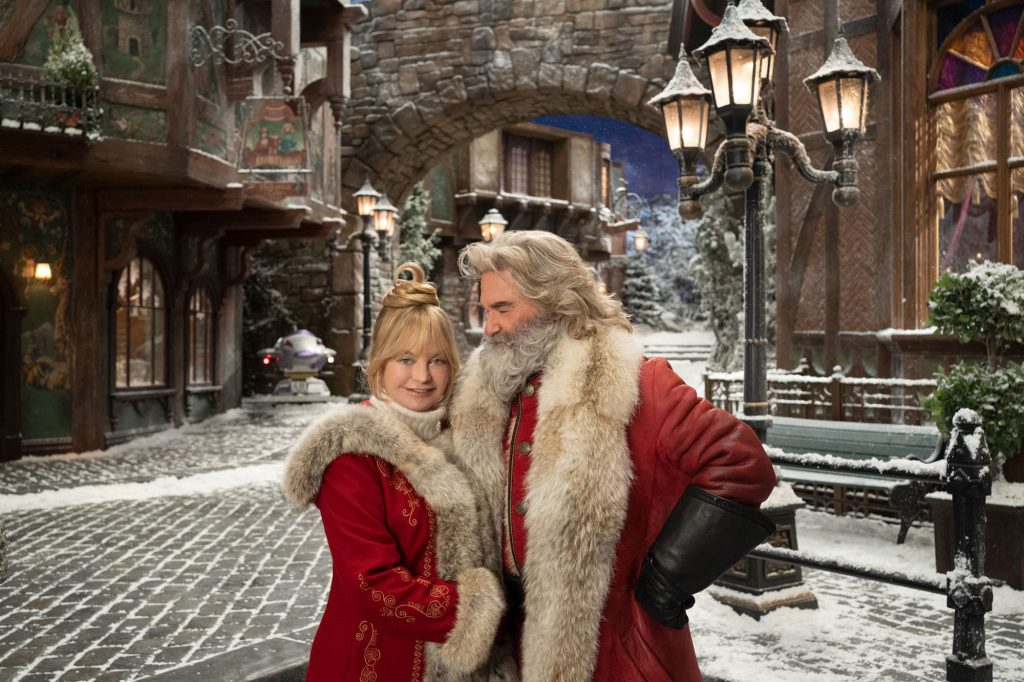 La Sra. Claus (Goldie Hawn) y Santa Claus (Kurt Russell) en The Christmas Chronicles 2 (2020). Imagen: Joe Lederer/Netflix