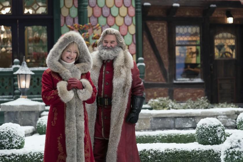 La Sra. Claus (Goldie Hawn) y Santa Claus (Kurt Russell) en The Christmas Chronicles 2 (2020). Imagen: Joe Lederer/Netflix
