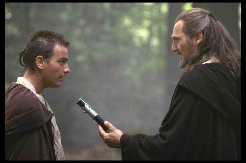 Ewan McGregor como Obi-Wan Kenobi y Liam Neeson como el Maestro Qui-Gon Jinn en Star Wars: Episode I – The Phantom Menace (1999). Imagen: StarWars.com
