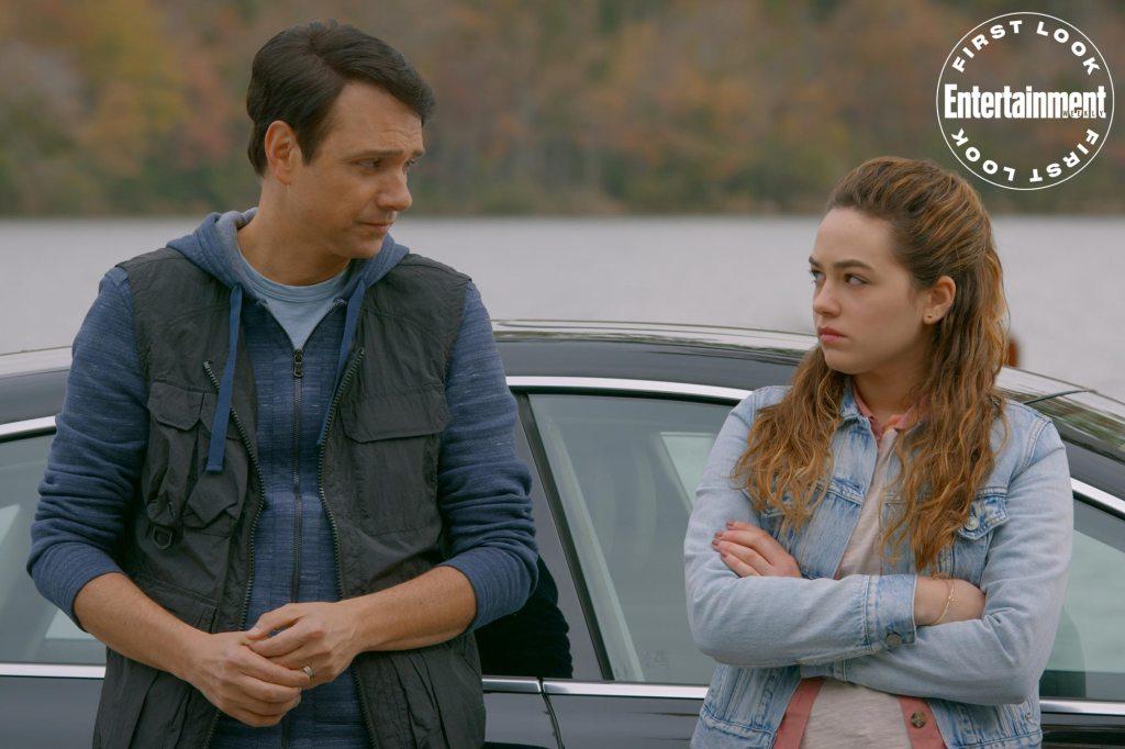 Daniel LaRusso (Ralph Macchio) y Samantha LaRusso (Mary Mouser) en el episodio 307 de Cobra Kai. Imagen: Netflix/Entertainment Weekly