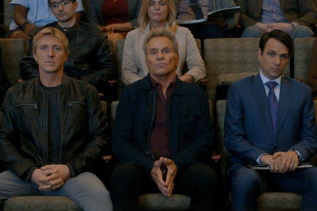 Johnny Lawrence (William Zabka), John Kreese (Martin Kove) y Daniel LaRusso (Ralph Macchio) en el episodio 308 de Cobra Kai. Imagen: Cobra Kai Twitter (@CobraKaiSeries).