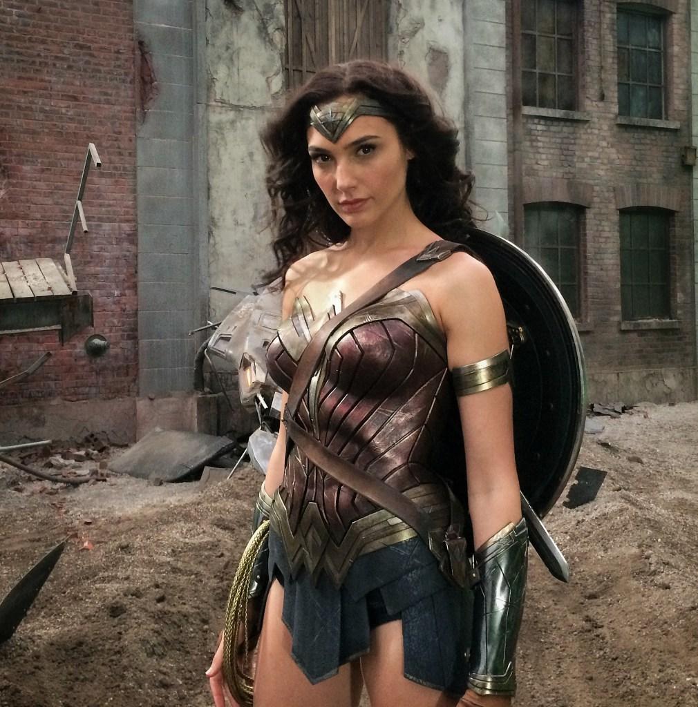 Gal Gadot como Wonder Woman en el set de Batman v Superman: Dawn of Justice (2016). Imagen: Zack Snyder Twitter (@ZackSnyder).