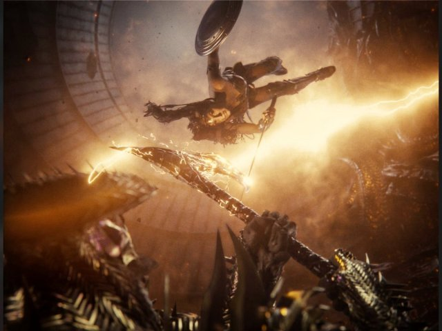 Wonder Woman (Gal Gadot) vs. Steppenwolf (Ciarán Hinds) en Zack Snyder's Justice League (2021). Imagen: Fiona Zheng is Real #ReleaseTheSnyderPunch Twitter (@fukujang0627).