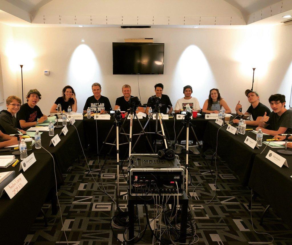 El elenco de Cobra Kai en una fotografía tomada el 29 de agosto de 2019. Imagen: John Hurwitz Twitter (@johnhurwitz).