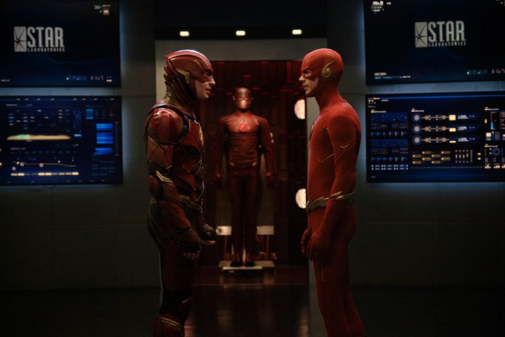 Flash/Barry Allen (Ezra Miller) y Flash/Barry Allen (Grant Gustin) en el crossover Crisis on Infinite Earths (2019-2020). Imagen: Jeff Weddell/TheCW